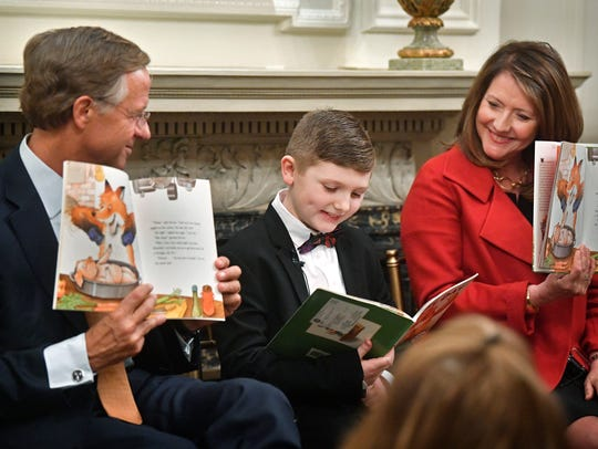 Gov. Bill Haslam and his wife, Crissy, take turns reading