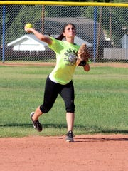 Roswell's Sheyanne Sandoval makes a quick throw to