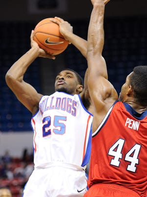 Louisiana Tech held off Florida Atlantic to remain in first place in Conference USA.