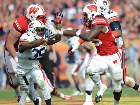 Jan 1, 2015; Tampa, FL, USA; Wisconsin Badgers running back Melvin Gordon (25) runs the ball in the second half against the Auburn Tigers in the 2015 Outback Bowl at Raymond James Stadium. The Badgers defeated the Tigers 34-31 in overtime. Mandatory Credit: Jonathan Dyer-USA TODAY Sports