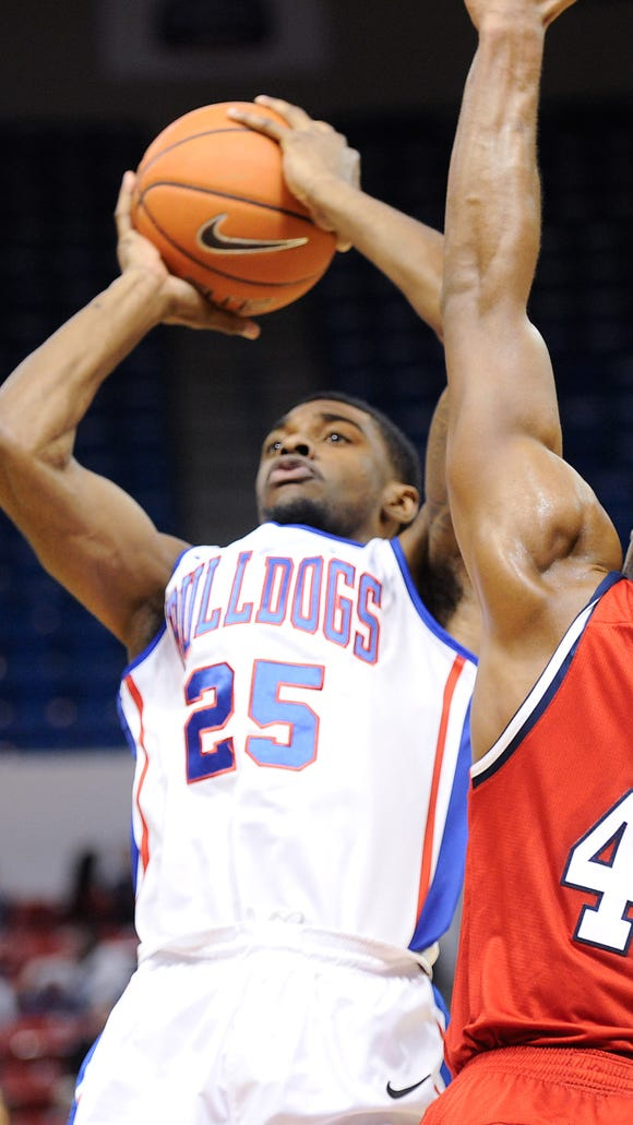 Louisiana Tech held off Florida Atlantic to remain