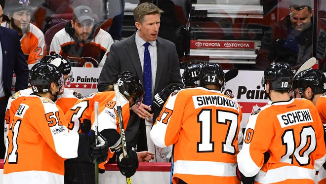 Coach Dave Hakstol has drawn the ire of Flyers fans recently.