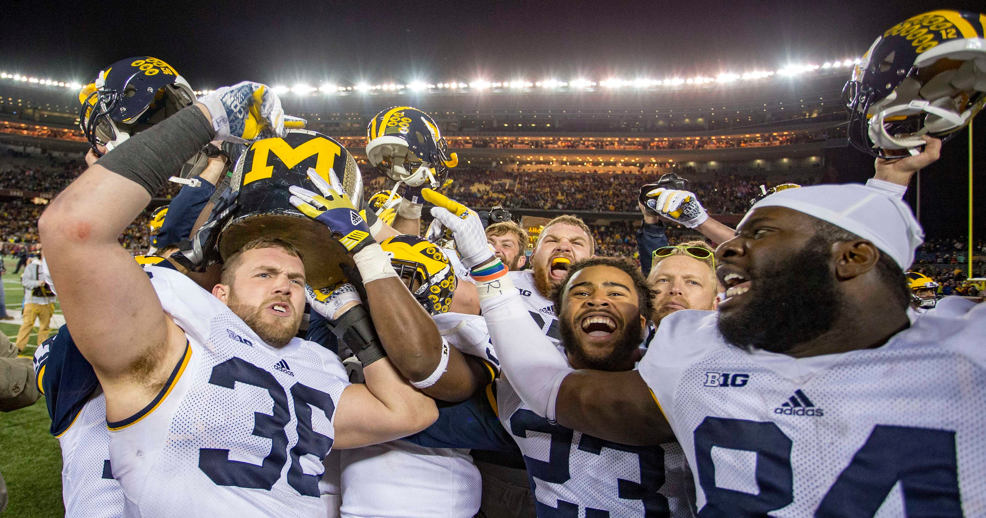 Michigan Wolverines stop quarterback sneak on final play for