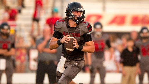 South Fork quarterback Stone Labanowitz committed to ASA College (N.Y.) on Monday.