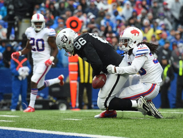 f8e13e3481f Lee Smith  Three things to know about Bills  latest signing