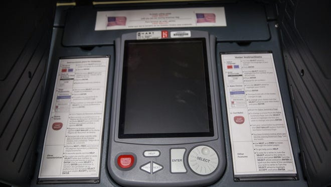 A federal appeals court on Wednesday blocked a lower-court ruling that would have required Texas officials to make straight-ticket voting available in November.