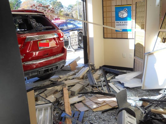 636462713861558959-UPS-store-crash.JPG