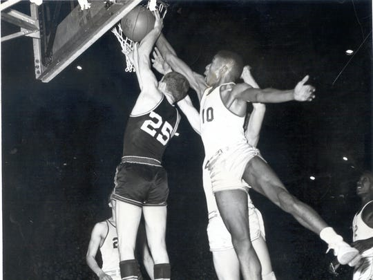 Bobby Plump playing against Muncie Central in the 1954 state championship game.