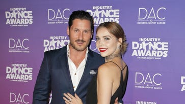 'Dancing with the Stars' pros Jenna Johnson and Val Chmerkovskiy are engaged