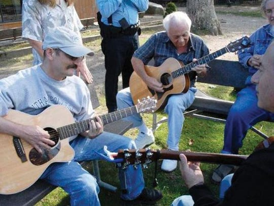 Folk music fans can enjoy some great music while helping raise money for the Morristown Unitarian Fellowship on Friday.