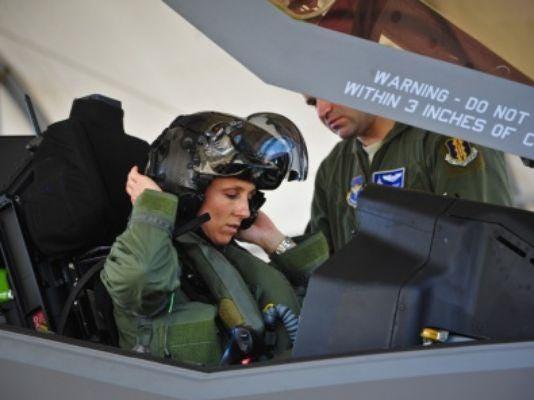 635665230439570894-first-female-F-35-pilot