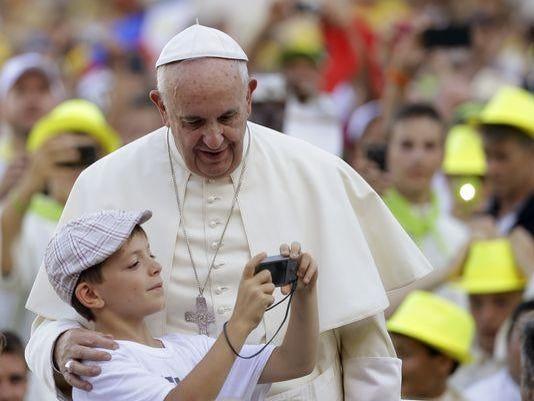 635742918794709821-AP-APTOPIX-Vatican-Pope