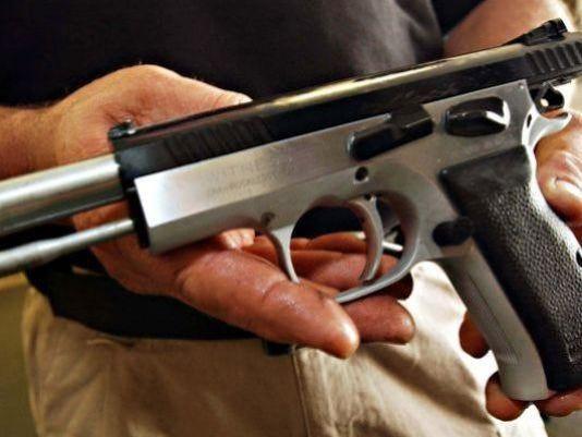 635809413866158876-Guns