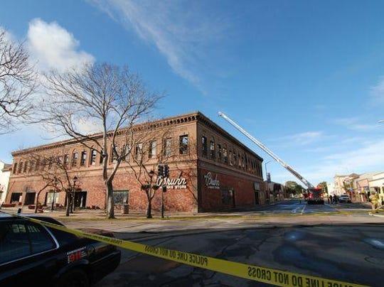 Las consecuencias del devastador incendio del sábado en el edificio Dick Bruhn en el área de Oldtown de Salinas, de acuerdo con una fotografía tomada la mañana del domingo 14 de febrero de 2016.