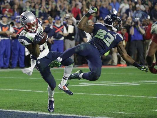 635584269655608658-APTOPIX-Super-Bowl-Football.jpg