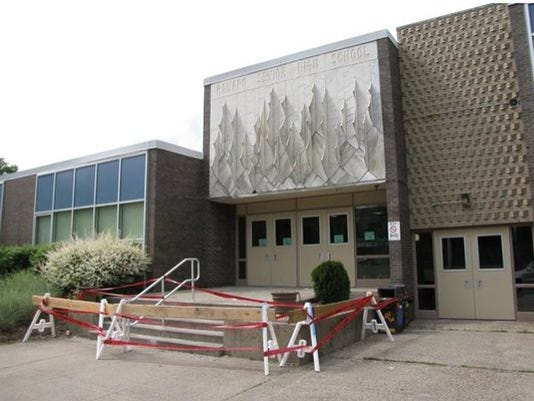 Ramapo High School facade 2014.jpg