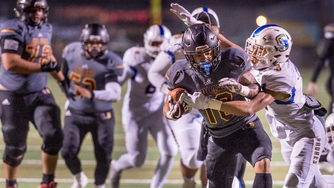 Serra's Isaac Jennings, right, catches Tulare Union's Kazmeir Allen in a CIF Regional playoff football game on Friday, December 8, 2017.