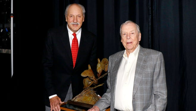 Rick Snipes and T. Boone Pickens with the Lifetime Sportsman Award.