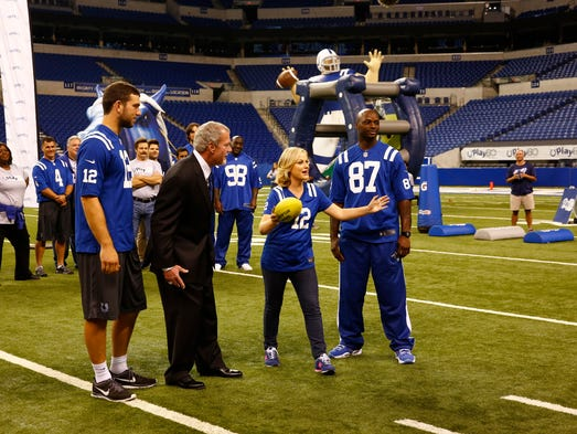 """PARKS AND RECREATION -- """"Fluoride"""" Episode 608 -- Pictured: (l-r) Retta as Donna Meagle, Adam Vinatieri, Jim O'Heir as Jerry Gergich, Andrew Luck, Nick Offerman as Ron Swanson, Adam Scott as Ben Wyatt, Jim Irsay, Robert Mathis, Amy Poehler as Leslie Knope, Reggie Wayne -- (Photo by: Michael Hickey/NBC)"""