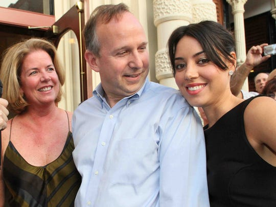 Aubrey Plaza (right) with then-Gov. Jack Markell and