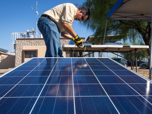 Jimi Diaz, an APS solar operations electrical engineer,
