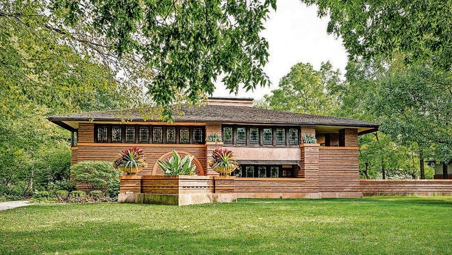 The Arthur Heurtley House, built by Frank Lloyd Wright in 1902.