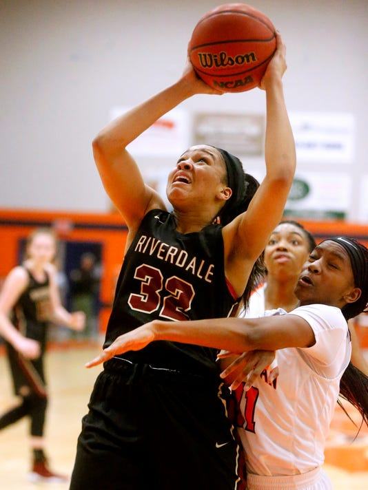 636511332960731202-1--Blackman-v-Riverdale-girls.JPG