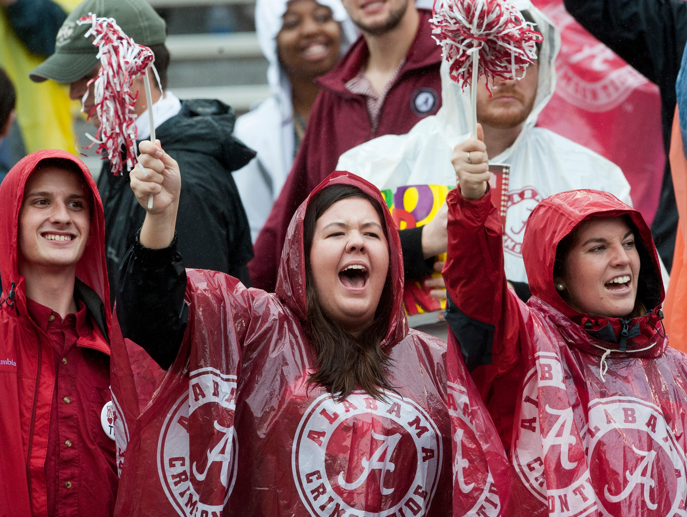 Alabama fans cheer as the team takes the field for