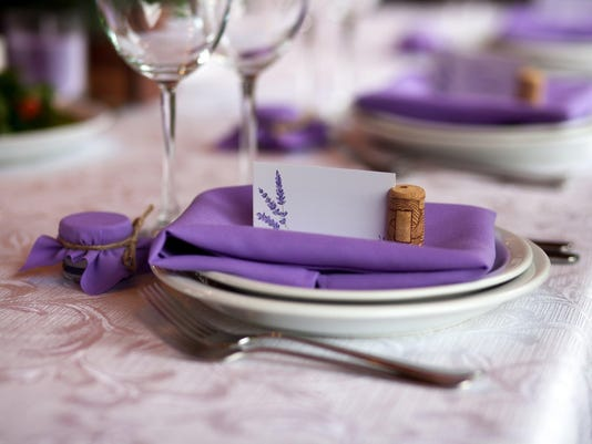 How to manage your wedding seating chart