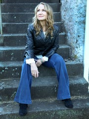 Tangled Up in Blue: Joan Osborne interprets Bob Dylan.
