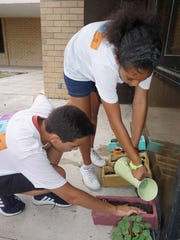 Students participate in gardening course at Lehigh