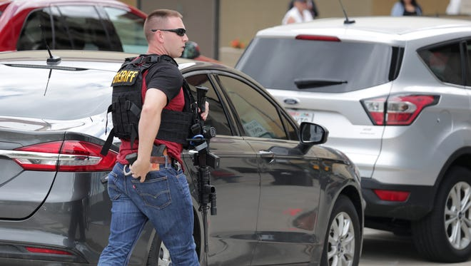 Police respond to downtown Appleton early Thursday afternoon for a report of a man with a gun. Appleton police Sgt. Dave Lund said police received several calls about a man who was carrying one or more guns in the area between the YMCA and the Blue Parking Ramp.