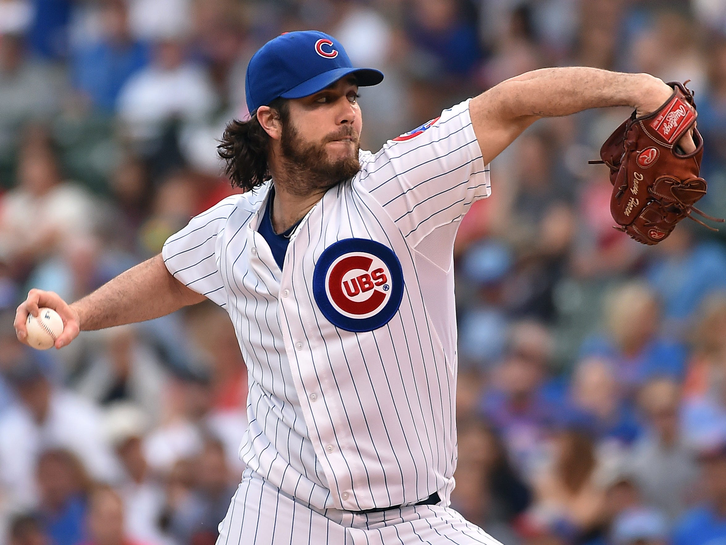 Dan Haren pitches for the Cubs in his final season