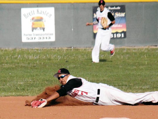 Danny Udero/Sun-News   Cobre's Gabriel Nunez dives at second base trying to snag this hit during action Thursday.
