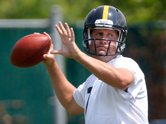 Pittsburgh Steelers quarterback Ben Roethlisberger passes during NFL football minicamp, Wednesday, June 18, 2014, in Pittsburgh. (AP Photo/Keith Srakocic)