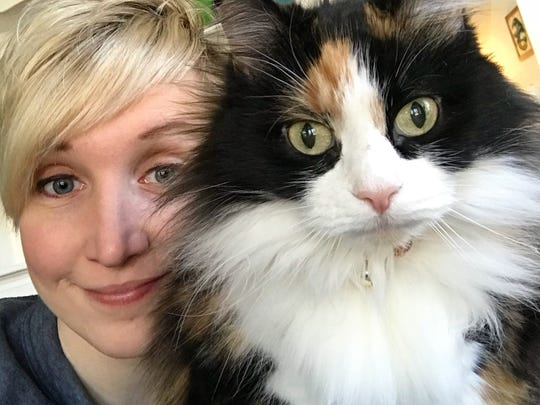 Kitty Love – We love this photo of 2 pretty faces, Rachel Wambach and her kitty, Fiddle.