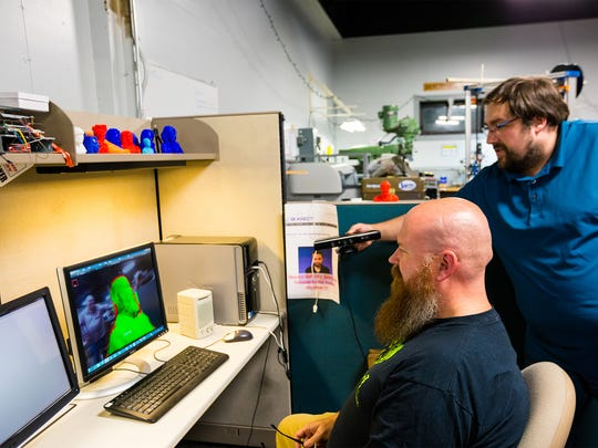 Kevin Besig does a 3D scan of Magnus Champlin to prepare for a 3D print at Rochester Makerspace.