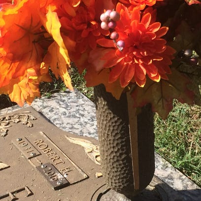 More than $4,000 in vases stolen from Springfield cemetery