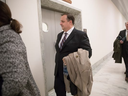 AP ETHICS DIRECTOR RESIGNS A FILE USA DC