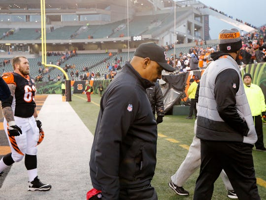 Cincinnati Bengals head coach Marvin Lewis heads to