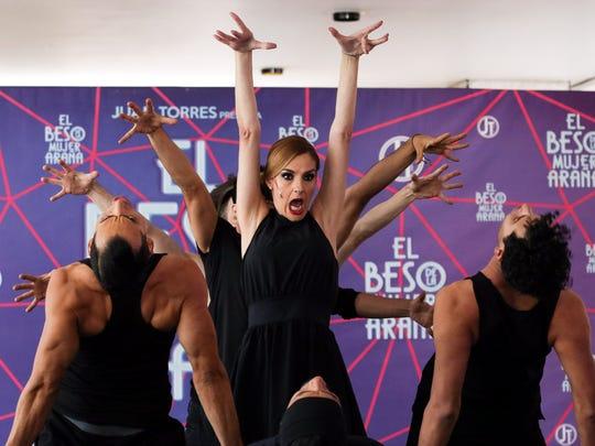 Chantal Andere (centro) ofreció un avance de la obra