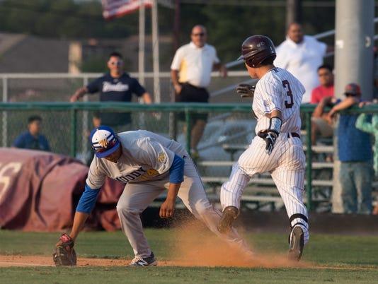 100805278-BBH-30-5A-Baseball-Calallen-Moody-11.jpg