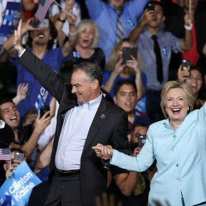Democratic presidential candidate Hillary Clinton (R)