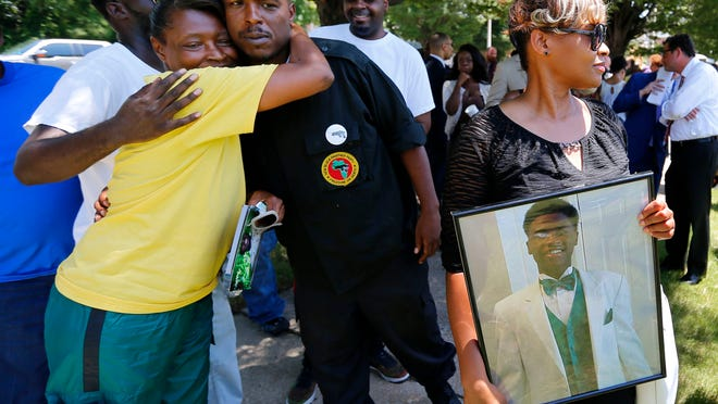 Mary Stewart (right) holds a photo of her son, Darrius Stewart, before a press conference outside The Commercial Appeal on July 13, 2016.
