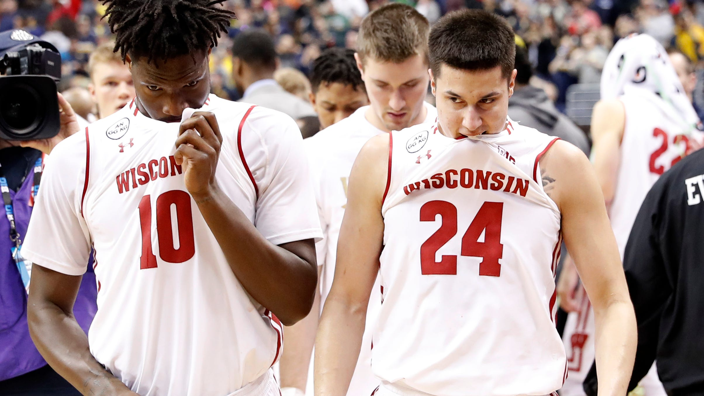 One last NCAA hurrah for Wisconsin's Hayes and Koenig