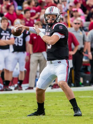 Oct 28, 2017; Columbia, SC, USA; South Carolina Gamecocks quarterback Jake Bentley (19) passes against the Vanderbilt Commodores in the first half at Williams-Brice Stadium. Mandatory Credit: Jeff Blake-USA TODAY Sports
