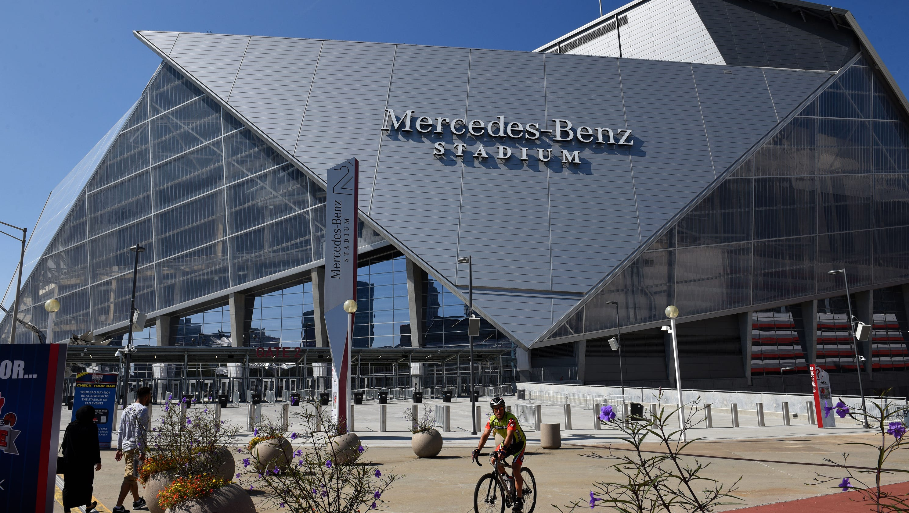 A look at mercedes benz stadium where the volunteers play for Mercedes benz stadium application