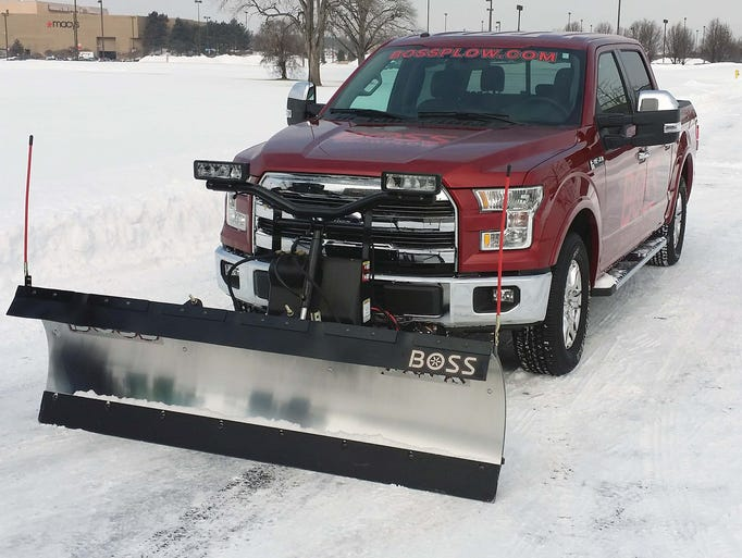 ford 39 s versatile light duty f 150 for 2015 can handle a snow plow. Black Bedroom Furniture Sets. Home Design Ideas