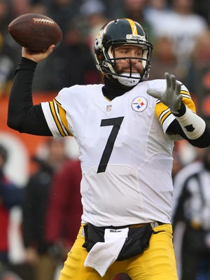 Pittsburgh Steelers quarterback Ben Roethlisberger gives to Livonia and Macomb County police departments.