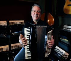 Accordion master Joey Miskulin finds his place in Guitar Town